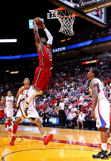 James scores 30 again, Heat top Clippers 111-89