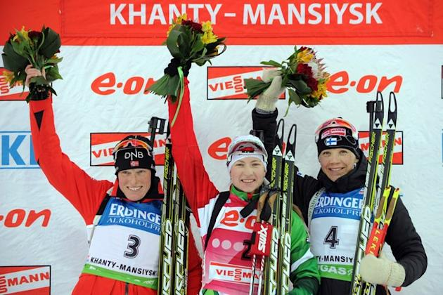 Belarus's Darya Domracheva (C), Norway's Tora Berger (L) And Finland's Kaisa Makarainen Celebrate Their Second, First AFP/Getty Images