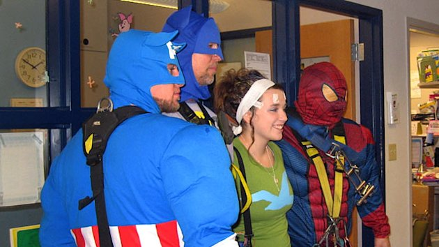 Superhero Window Washers Swoop Into Wisconsin Children's Hospital (ABC News)