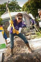 Holly Robinson Peete, Habitat for Humanity and Lowe's team up for National Women Build Week
