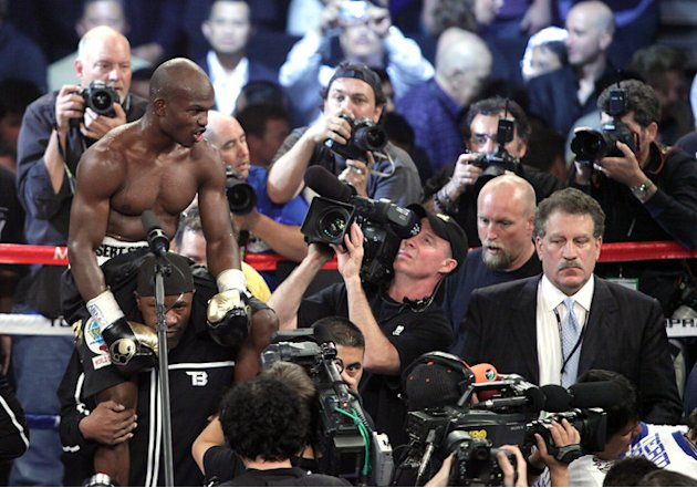 Timothy Bradley (L) Of The US Awaits AFP/Getty Images