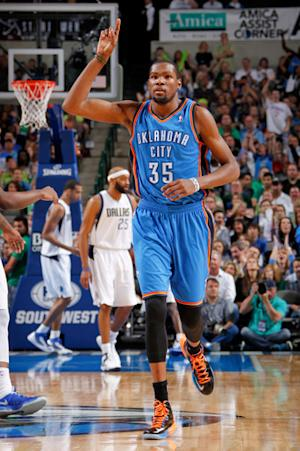 Durant scores 19 of 31 in 4th, Thunder beat Mavs