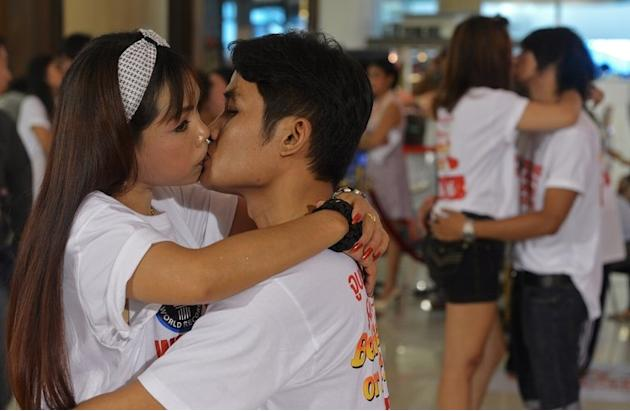 "Thai couples kiss during a competition for the ""World's Longest Continous Kiss"" in Pattaya on February 12, 2013"
