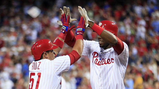 Young, Ruiz help Phils beat Giants to snap skid