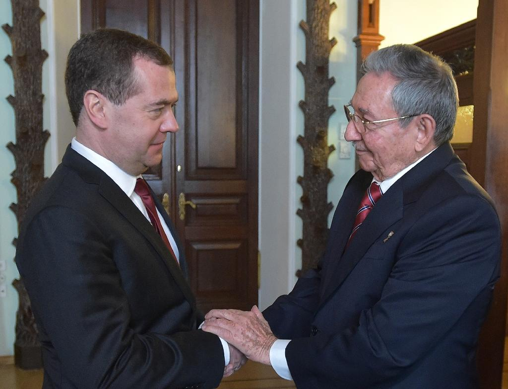 Cuba's Castro starts Russian visit ahead of WWII parade