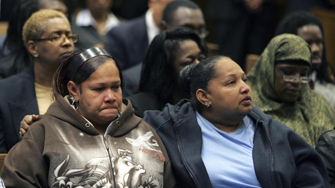 FILE - In this Tuesday Aug. 21, 2007 file photograph, Shalga Hightower, left, mother of Iofemi Hightower, one of the victims of the execution-style shootings that left three college students dead and one wounded in a Newark schoolyard, is consoled by a woman as they watch the court proceedings in Newark, N.J., of one of the men accused of the crime. The trial of Gerardo Gomez,the last of six defendants in the triple murder case, is scheduled to begin Thursday, Oct. 4, 2012. (AP Photo/Mel Evans)