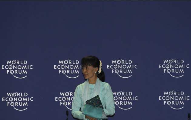 "Myanmar opposition leader Aung San Suu Kyi arrives to address the World Economic Forum on East Asia in Bangkok, Thailand, Friday, June 1, 2012. Suu Kyi urged the international community to exercise ""h"
