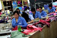 File photo shows workers at an umbrella factory in Jinjiang, south China&#39;s Fujian province. Foreign direct investment (FDI) in China continued to fall in September, the government said on Friday, owing to persistent weakness in the global economy and a slowdown in China