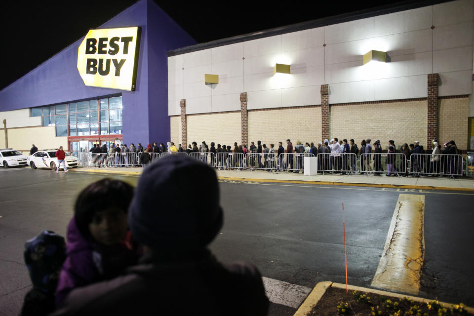 Best Buy 4th quarter loss narrows