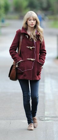VIDEO: Kristen Stewart, Taylor Swift & Miranda Kerr In Cosy Winter Coats - Get The Look