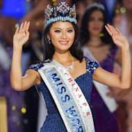 Wenxia Yu Raih Mahkota Miss World