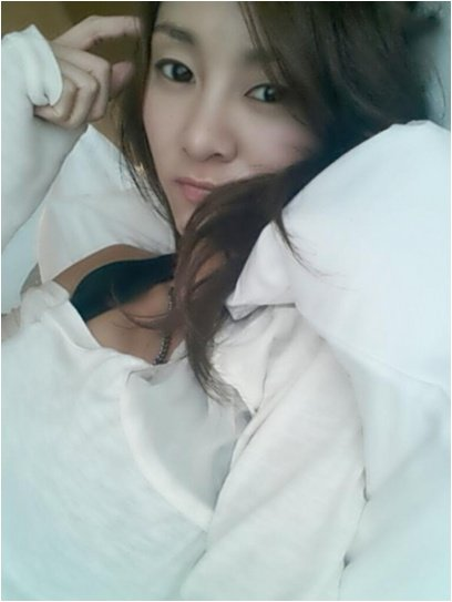 G.Na reveals a new hot photo of herself