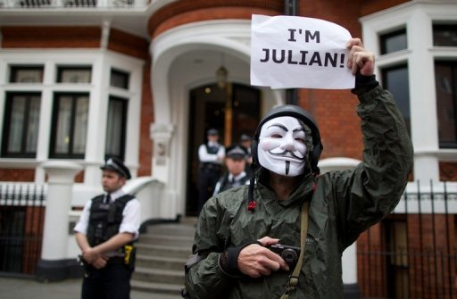 <p>A supporter of Julian Assange stands outside the Ecuadorian embassy in London on August 16, awaiting Ecuador's decision to grant WikiLeaks founder Julian Assange asylum. Assange was to face the world's media Sunday from Ecuador's embassy in London where he has been holed up for two months, but the Australian risks arrest if he steps outside.</p>