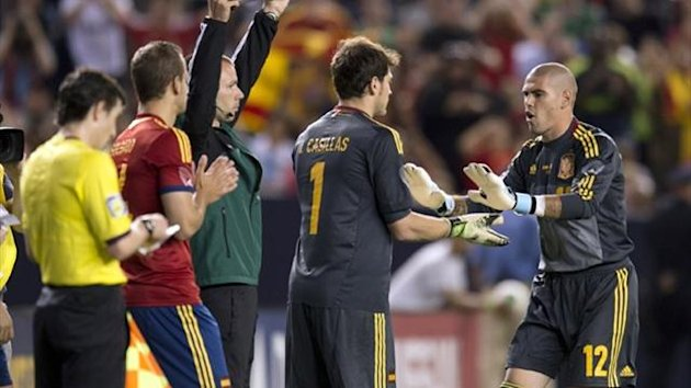 Spain's Iker Casillas (1) comes in for Victor Valdes against Ireland during their friendly match at Yankee Stadium in New York (AFP)