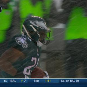 WK 14 Can't-Miss Play: Snow doesn't bother McCoy