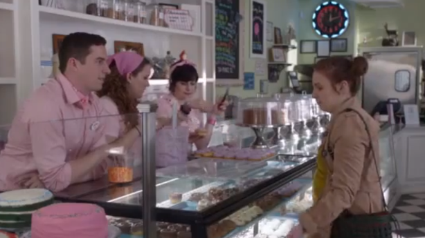 Hannah From 'Girls' Gets a Cupcake on the House