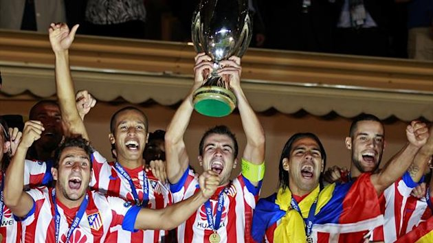 Atletico Madrid&#39;s captain Gabi (C) holds up the trophy beside Falcao (R) as the team celebrates their European Super Cup soccer match win against Chelsea at Louis II stadium in Monaco (Reuters)