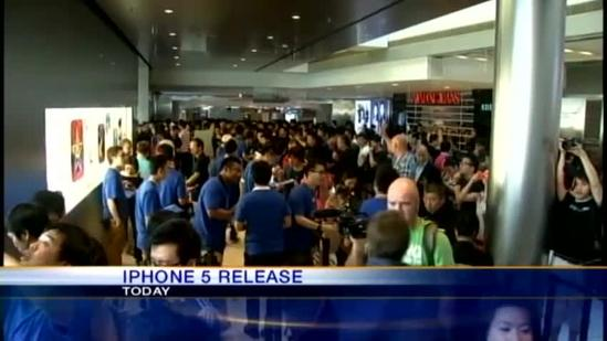 iphone 5 mania hits Hawaii