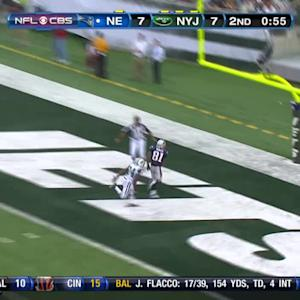Randy Moss one handed over Revis