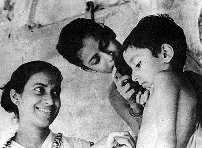 &amp;#39;Pather Panchali&amp;#39; Photo Courtesy : Satyajit Ray Society