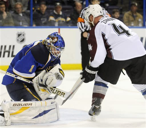 Blues beat Avalanche 3-1, clinch playoff spot