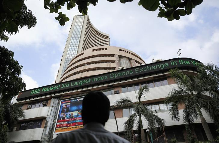 Sensex gains for second day; IT stocks, Reliance lead
