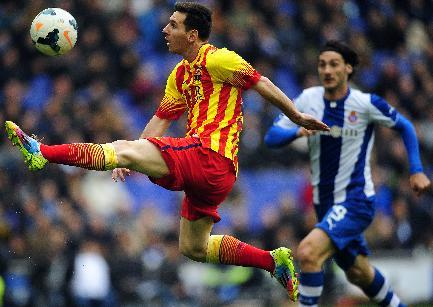 FC Barcelona's Lionel Messi, left, duels for the ball against Espanyol's Diego Colotto during a Spanish La Liga soccer match against Espanyol at Cornella-El Prat stadium in Cornella Llobregat, Spain, Saturday, March 29, 2014