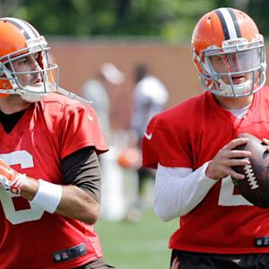 Cleveland Browns players trust quarterback Brian Hoyer over Johnny Manziel
