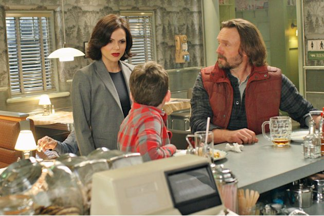 """Once Upon a Time"" -- ""Welcome to Storybrooke"" LANA PARRILLA, BENJAMIN STOCKHAM, JOHN PYPER-FERGUSON"