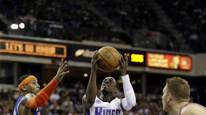 Sacramento Kings Darren Collison, center, drives past New York Knicks forward Carmelo Anthony, left, during the fourth quarter of an NBA basketball game in Sacramento, Calif., Saturday, Dec. 27, 2014. (AP Photo/Carl Costas)
