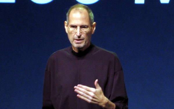 Apple Emerges From Steve Jobs' Long Shadow