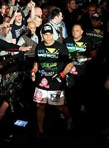 Dos Santos rises with heavyweight tide