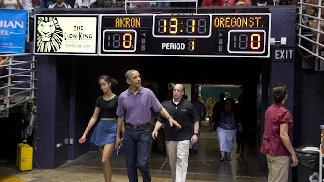 Obama attends Oregon State-Akron game in Hawaii