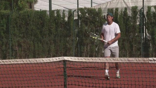 Nadal trains in Barcelona after Djokovic defeat [AMBIENT]