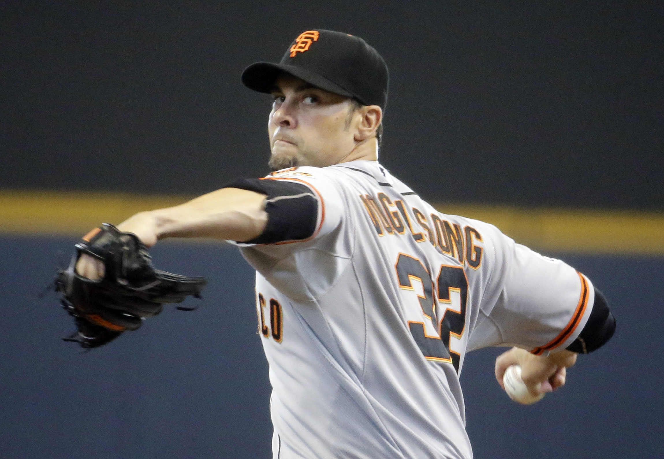 Vogelsong, Giants complete sweep with 3-1 win over Brewers