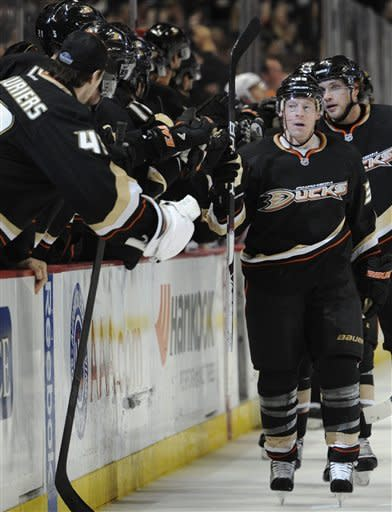 Ducks finish Oilers with 3-goal 3rd period