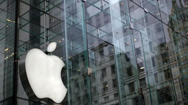 Justice Department Moves Forward on Apple Suit; Inside the Rare Book School