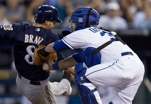 Butler has go-ahead RBI as Royals beat Brewers 2-1