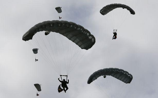 Nobody Dies after Two Planes Full of Skydivers Crash in the Air
