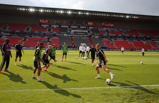 Soccer - UEFA Super Cup 2013 - Bayern Munich v Chelsea - Chelsea Training Session and Press Conference - Stadion Eden