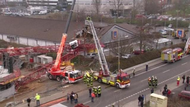 Crane collapses on supermarket near Frankfurt, one dead