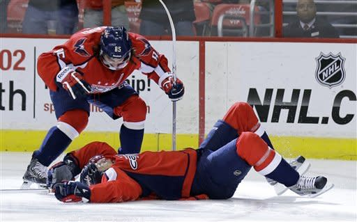 4 quick goals help Capitals beat Panthers 7-1