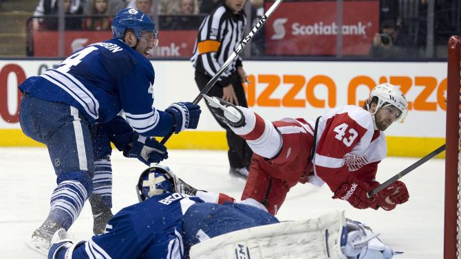 Helm's hat trick extends Maple Leafs' skid to 8