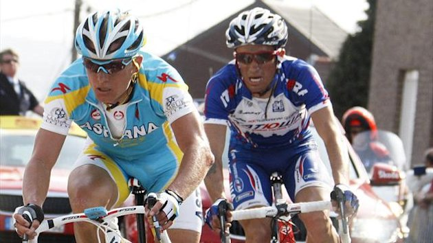 Alexandre Vinokourov (L) of Kazakhstan and Alexandr Kolobnev of Russia (R) ride during the Liege-Bastogne-Liege Classic cycling race in Ans, eastern Belgium, April 25, 2010