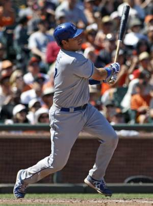 Ellis 3-run double in 9th lifts Dodgers to win