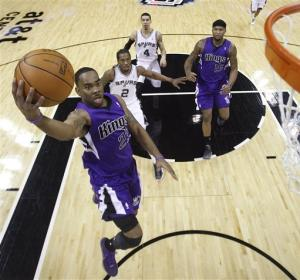 Evans, Kings stun Spurs 88-86 in final minute