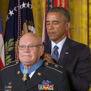 Two Vietnam war heroes receive Medal of Honor