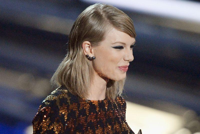 VMA 2015: Taylor Swift wins Video of the Year for Bad Blood