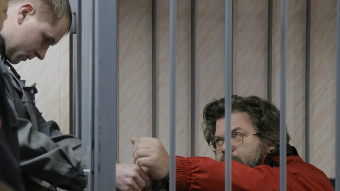 Russian court jails 3 Greenpeace team members