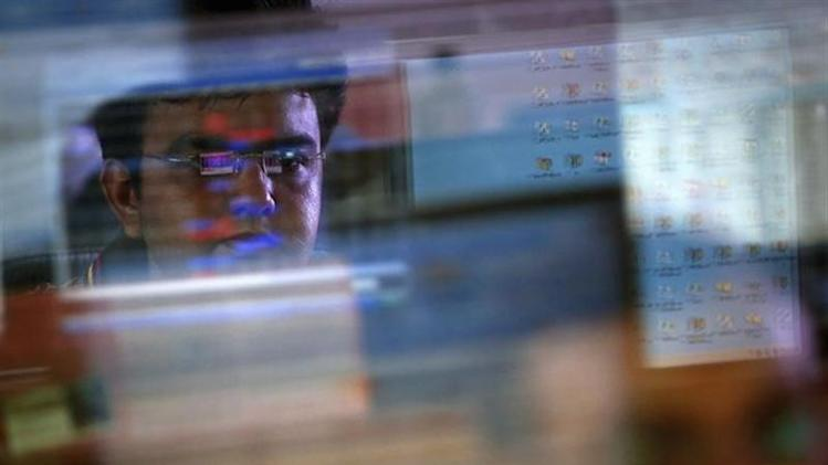 A broker monitors share prices while trading at a brokerage firm in Mumbai August 22, 2013. REUTERS/Danish Siddiqui/Files